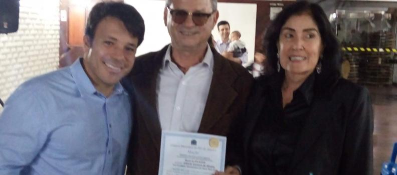 Gilberto Madureira é agraciado