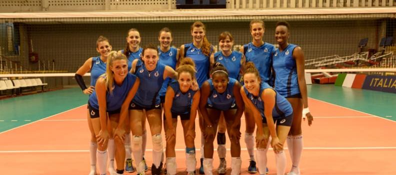 Seleção feminia de vôlei da Itália treina no TTC
